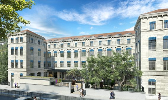 La façade minérale de l'ex collège Serin.